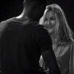 Kamera, akcija: ko morata popolna neznanca sleči drug drugega!