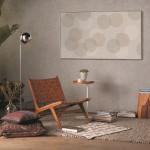 Samsung QLED TV 2019 s funkcijo Ambientalni način dnevno sobo spremeni v galerijo.