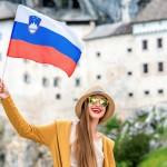 Kakšna je povprečna slovenska ženska?
