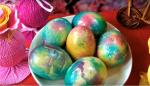 Velika noč: top trik za barvanje jajc s prtički