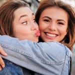 8 neprecenljivih trenutkov s prijateljico, ki pojasnjujejo, zakaj sta si tako blizu