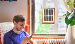 Window Solar Charger: plošča, ki s pomočjo sonca polni tvoje naprave