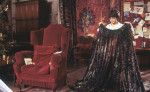 HarryPotter_WB_F1_HarryHoldingInvisibilityCloakInGryffindorCommonRoom_Still_100615_Land (1)