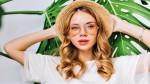 Kot krona dobrega stila: 8 načinov, kako nositi slamnati klobuk za vsako priložnost