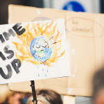 Transparent iz protesta proti globalnemu segrevanju.