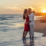 beach-couple-dawn-dusk-285938