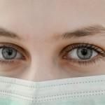 Zdrava oseba naj uporablja masko le v enem primeru