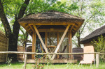 Keltske hiške v Kampu Podzemelj (Foto: Booking.com)
